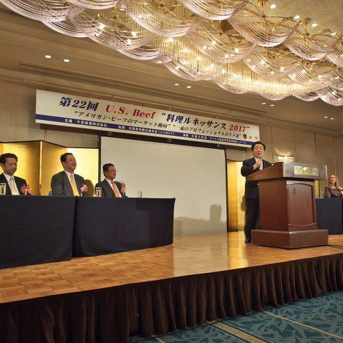 弊社代表取締役・森村義明の挨拶で第一部がスタート