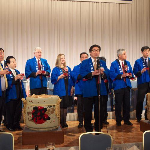 恒例の鏡開きに続き、京都ホテルオークラの福永法弘社長のご発声で乾杯!