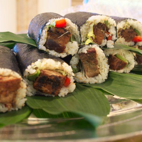 豚角煮のロール寿司